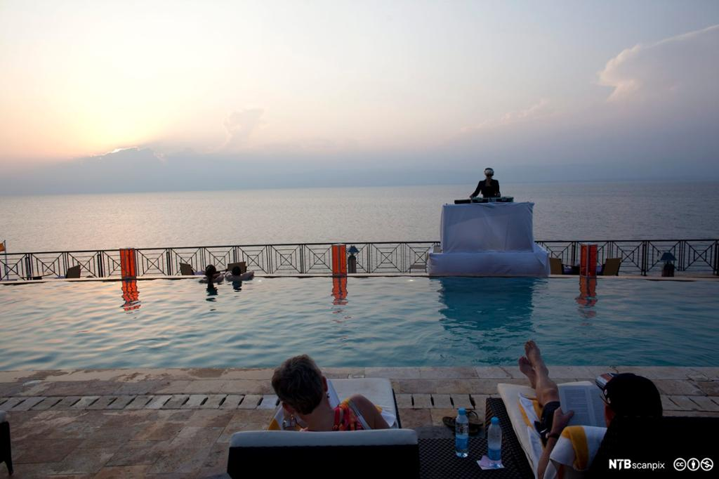 Utsikt over Dødehavet fra eit spahotell. Foto.