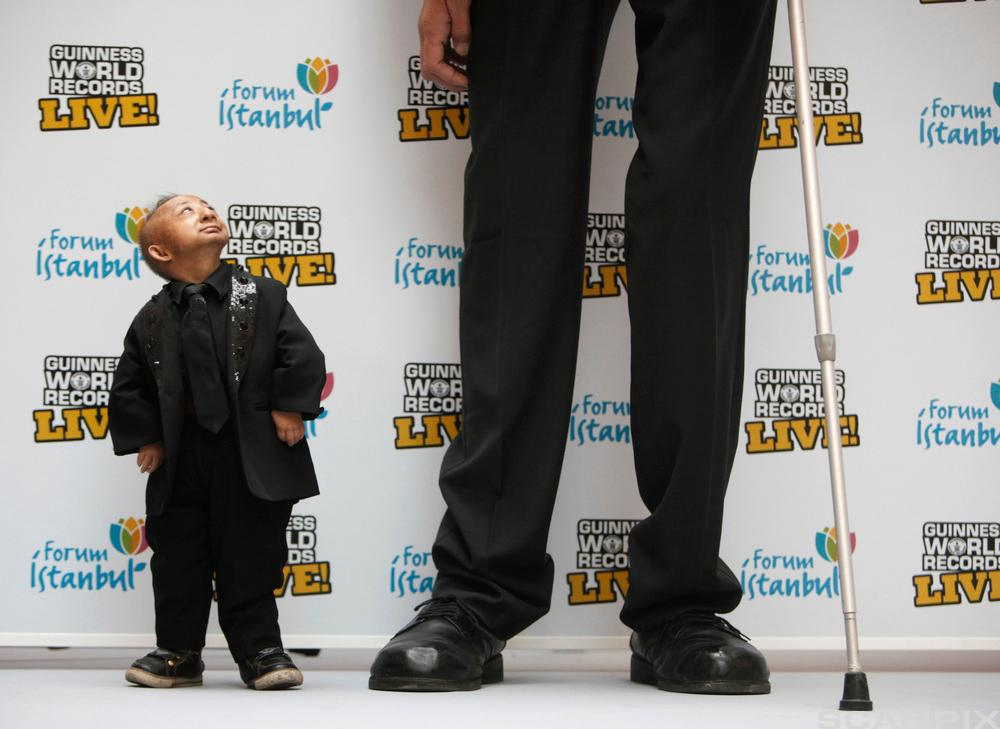 Korteste og lengste mann. Foto.