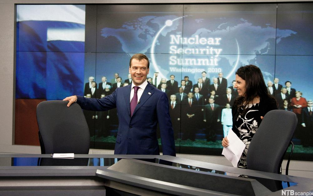 Dmitry Medvedev i Russia Today TV.