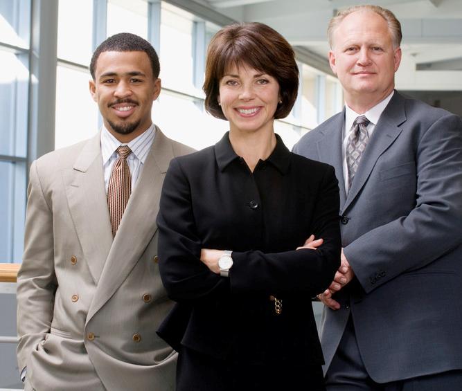 Mannlig og kvinnelig personal. Foto.