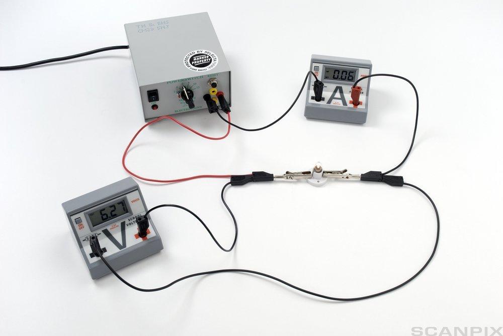 Hvordan kobler jeg opp en strøm omformer