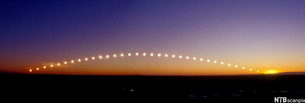 Tidsforkortet bilde av solas gang.