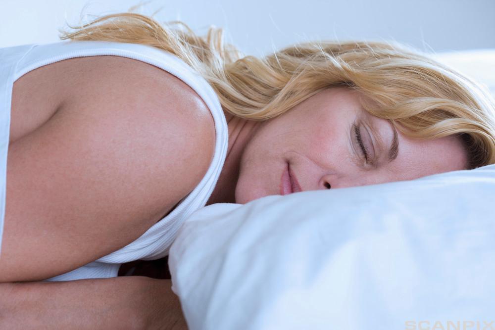 Sovende kvinne. Foto.