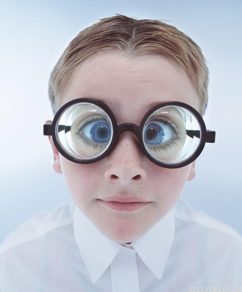 Nerd med briller. Foto.