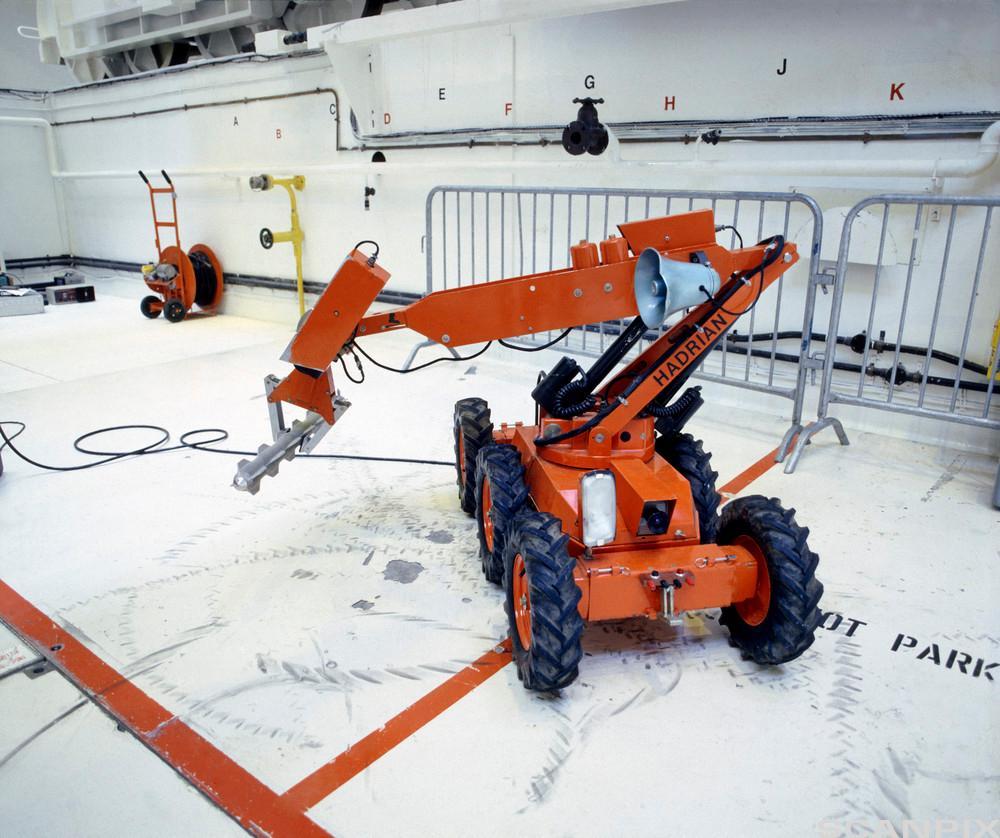 Robotarm bruker et hydraulikksystem for å plukke opp gjenstander