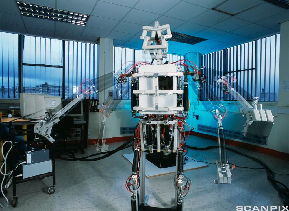 Bilde. Menneskelignende robot med pneumatisk muskelutløser.