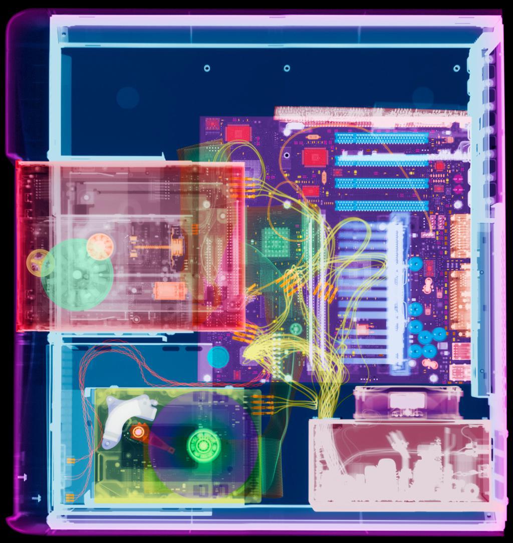 Røntgenbilde som viser komponenter inni datamaskinen. Foto.