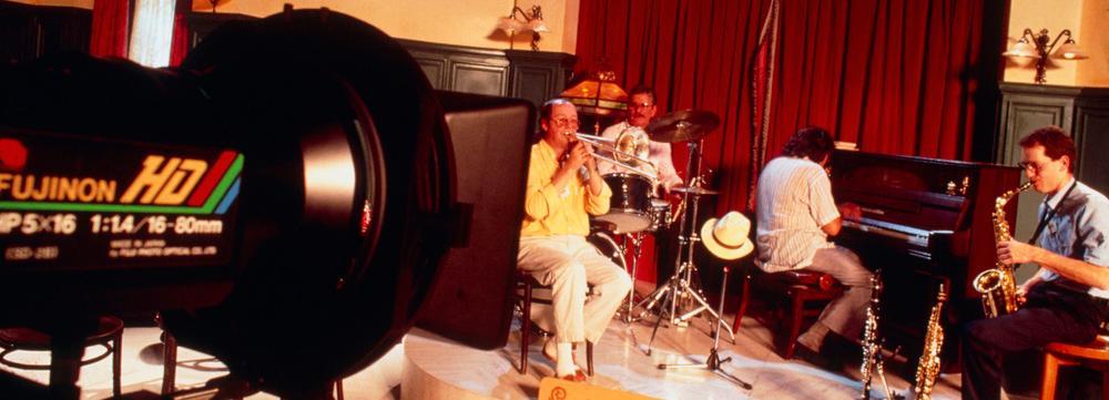 Filmkamera og musikere. Foto.