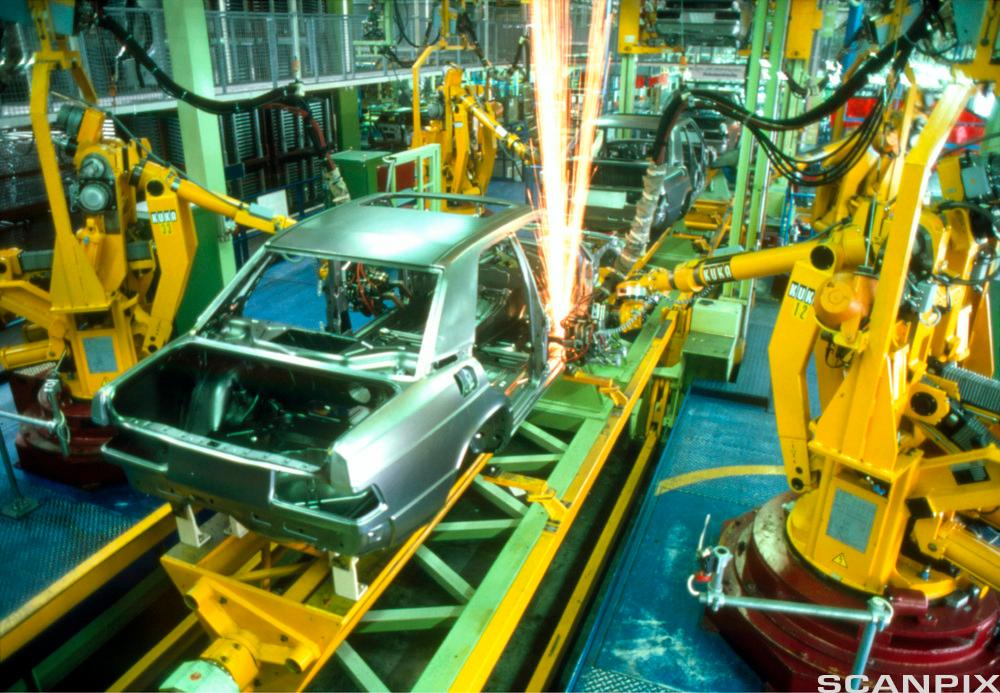 Roboter sveiser karosseriet på en bil