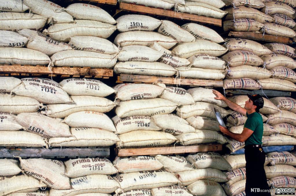 Bilde av 40.000 sekker råkaffe fra Colombia.