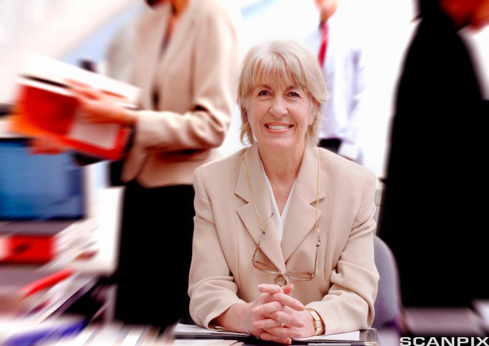 Bilde av en kvinnelig sjef.