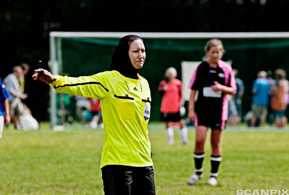 Fotballdommer med hijab, Norway Cup. Foto.