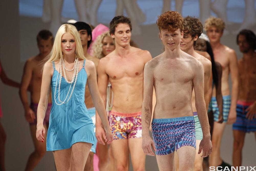 Bilde av modeller som viser bade- og undertøymote fra Björn Borg under Oslo Fashion Week 19. august 2010.