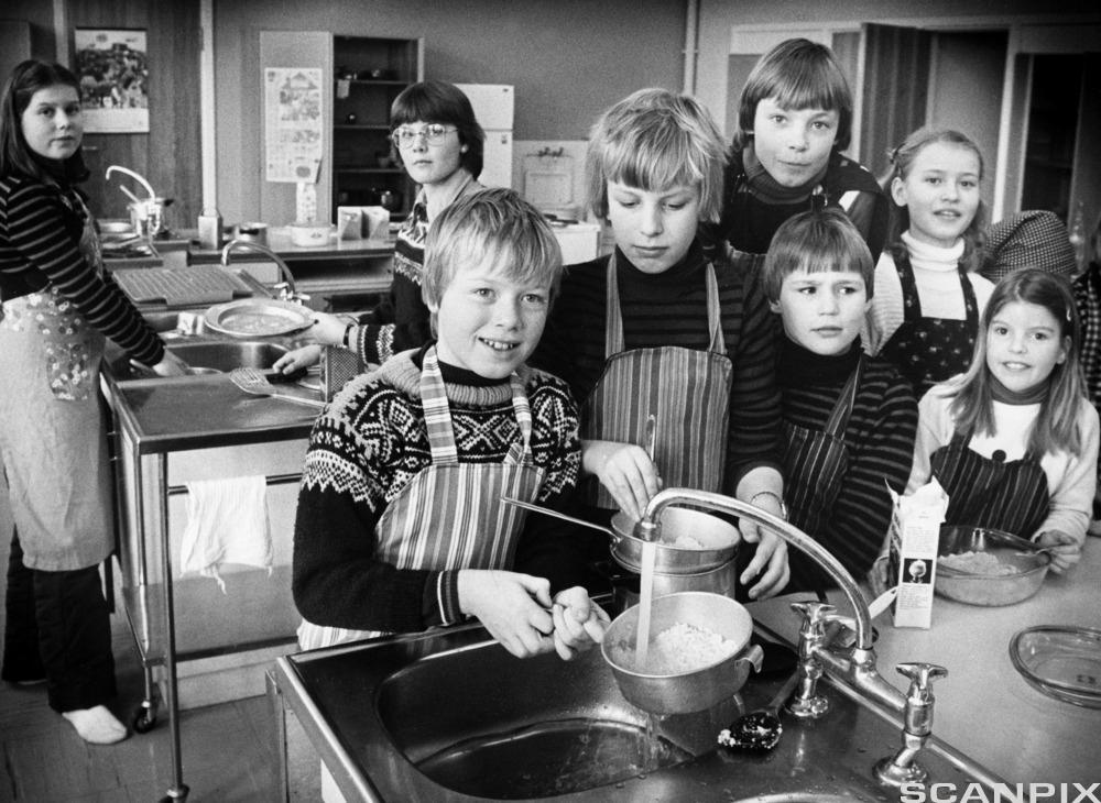 Elever har skolekjøkken.Foto