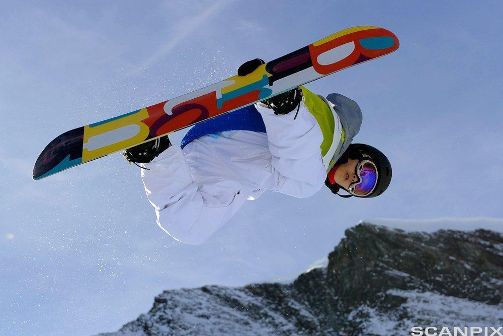 Snowboardkjører. Foto.
