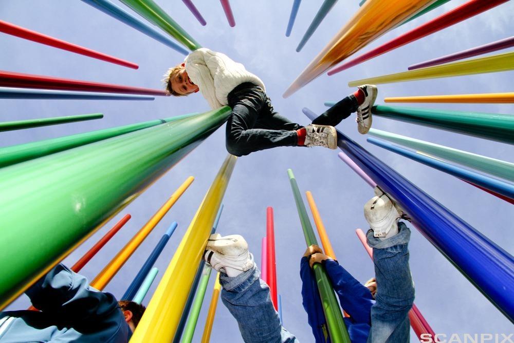 Barn som leker. Foto.