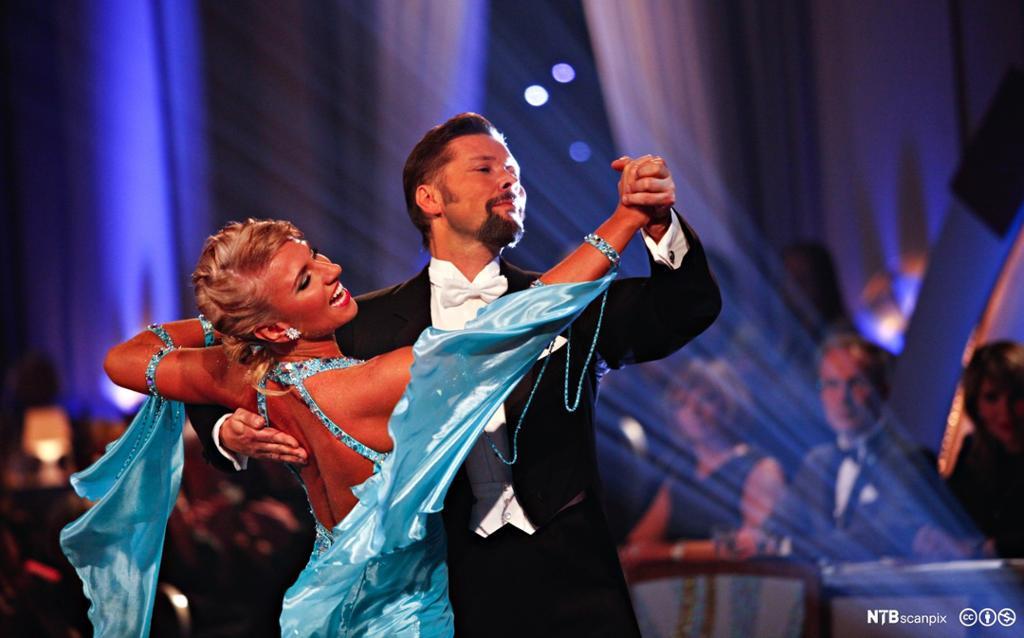 Mann og kvinne danser i TV-programmet skal vi danse. Foto.