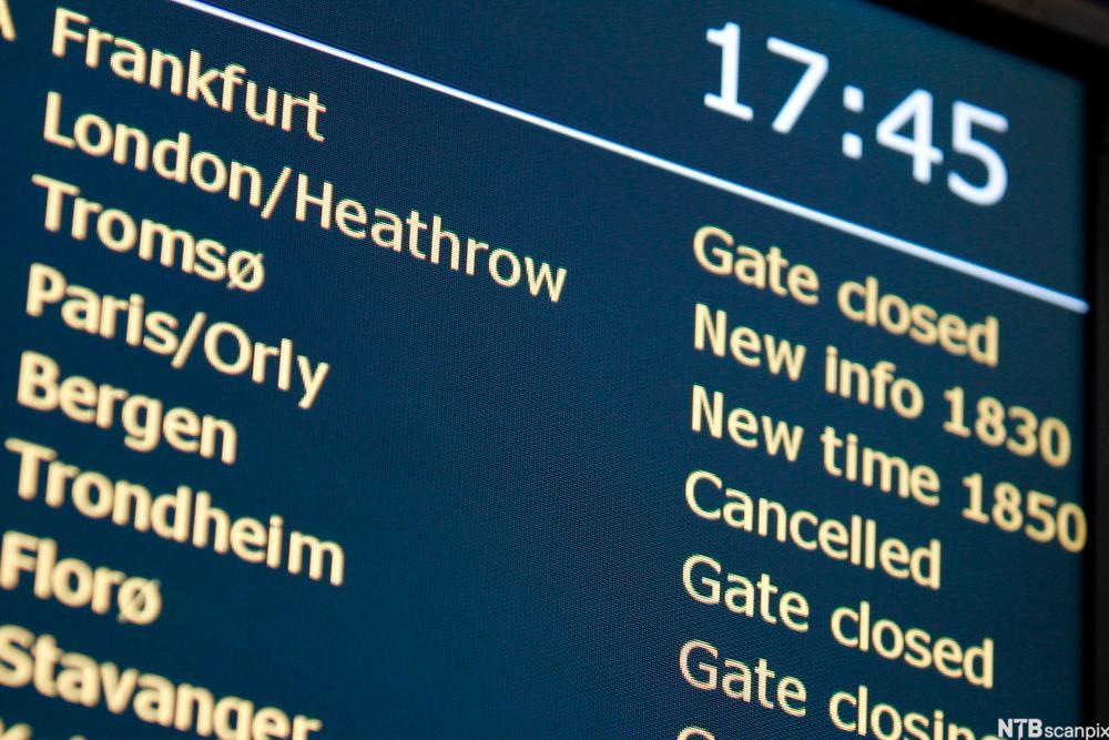 Elektronisk tavle med ruteinformasjon.foto.