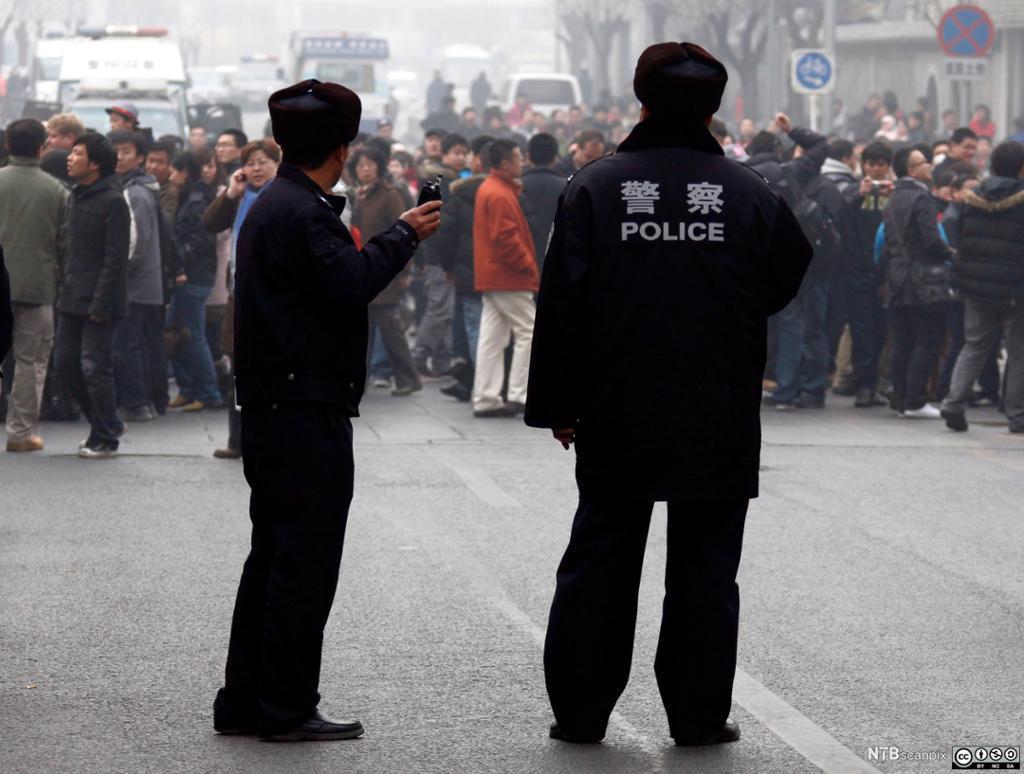 Politi og folkemengde i Kina