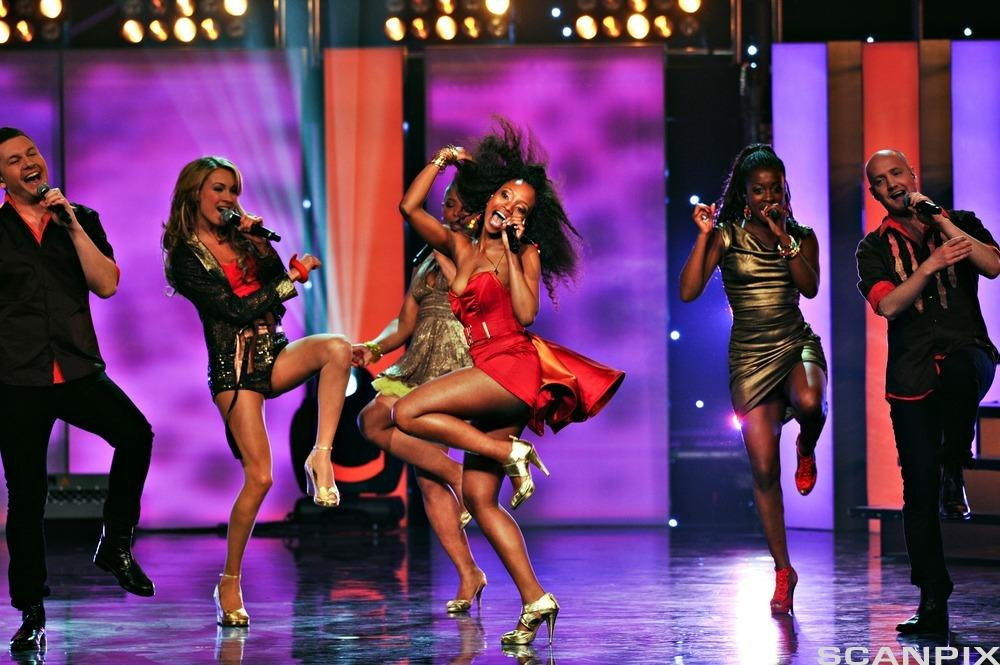 Stella Mwangi på scenen under den norske finalen i Melodi Grand Prix i 2011. Foto.