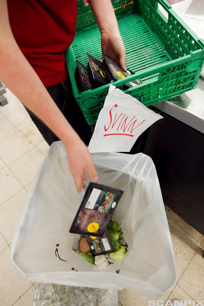 Bilde av svinn: Mat som kastes i søpla.