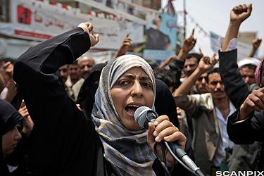 Tawakul Karman leder en protestmarsj mot president Ali Abdullah Saleh i Jemen i juni 2011.