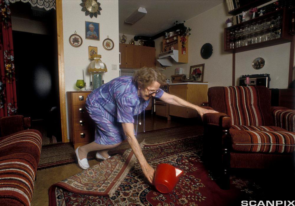 Eldre kvinner faller. Foto.