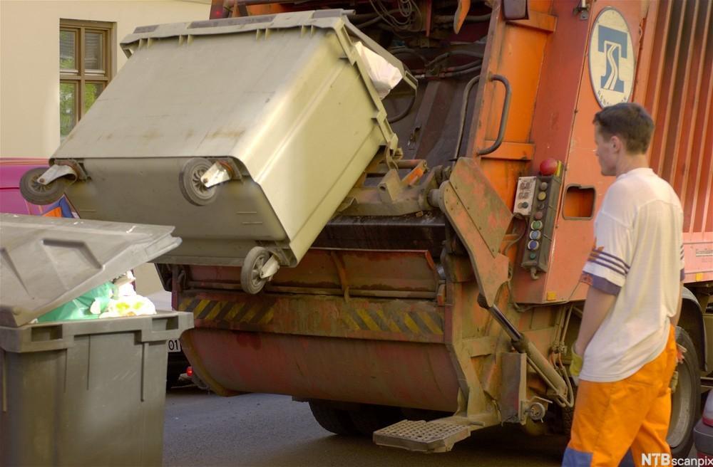 Søppelet blir pressa framover i påbygget