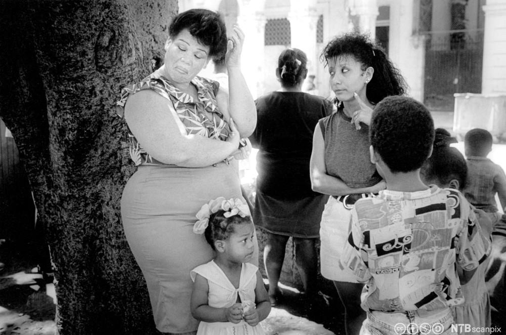 Kvinner i samtale. Foto.
