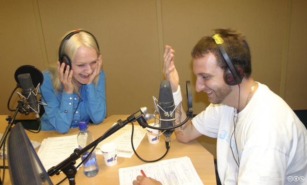Rapperen Diaz sammen med programleder på direkten i Petre-studio. Foto
