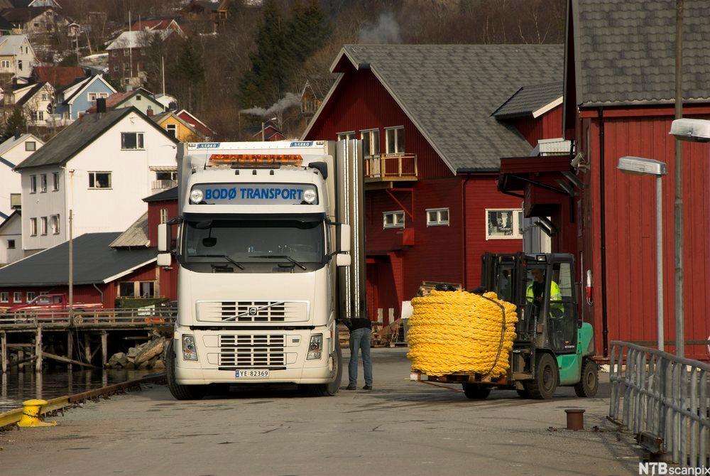 Godset må lastes og losses skånsomt, og det må sikres under transport