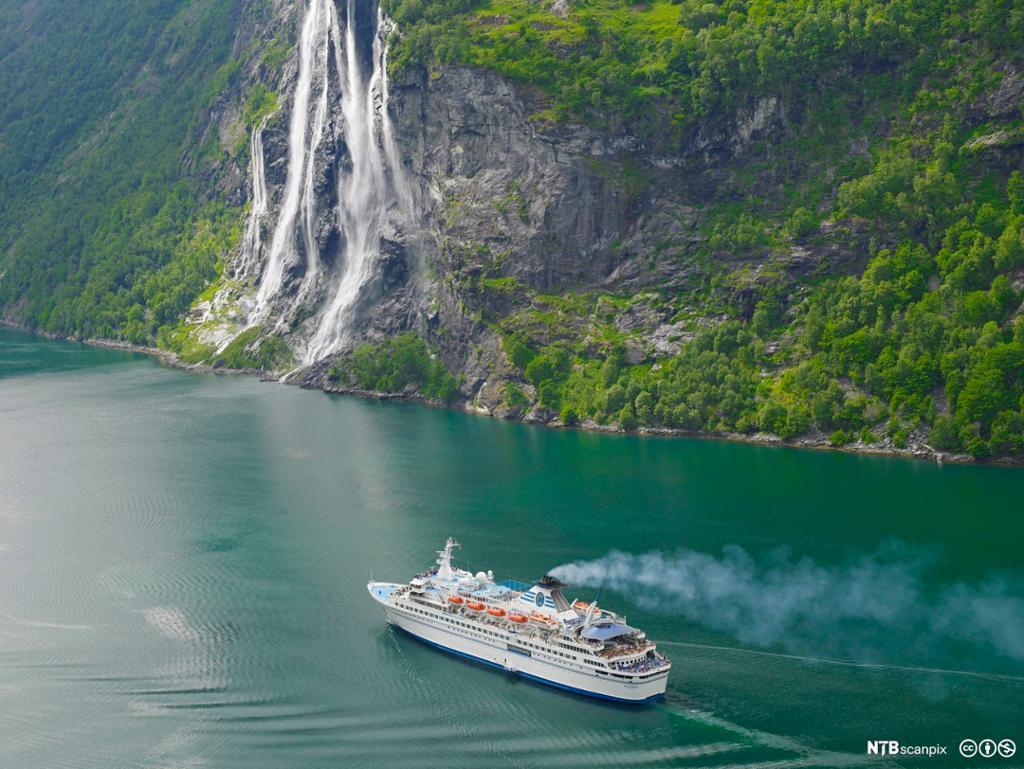Cruiceskip på Geirangerfjorden