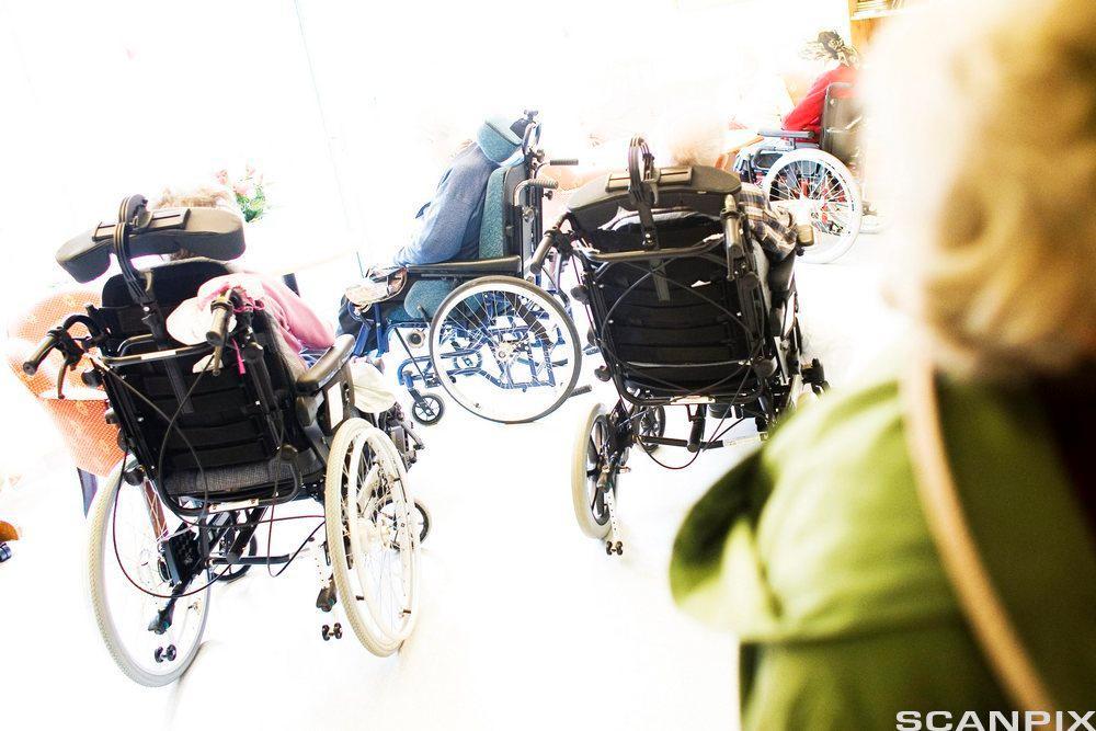 Flere rullestoler. Foto.