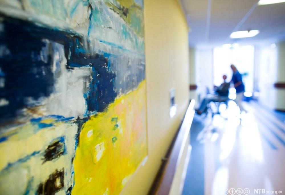 Pasient i korridor. Foto.