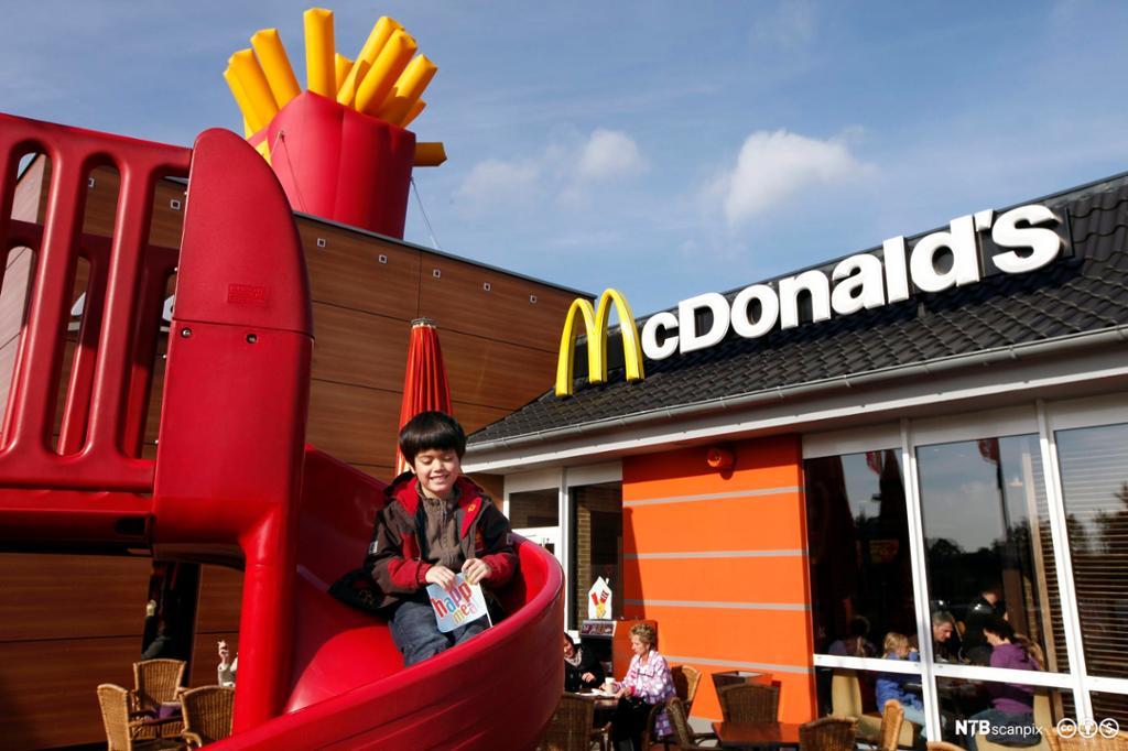 McDonalds, restaurant og logo. Foto.
