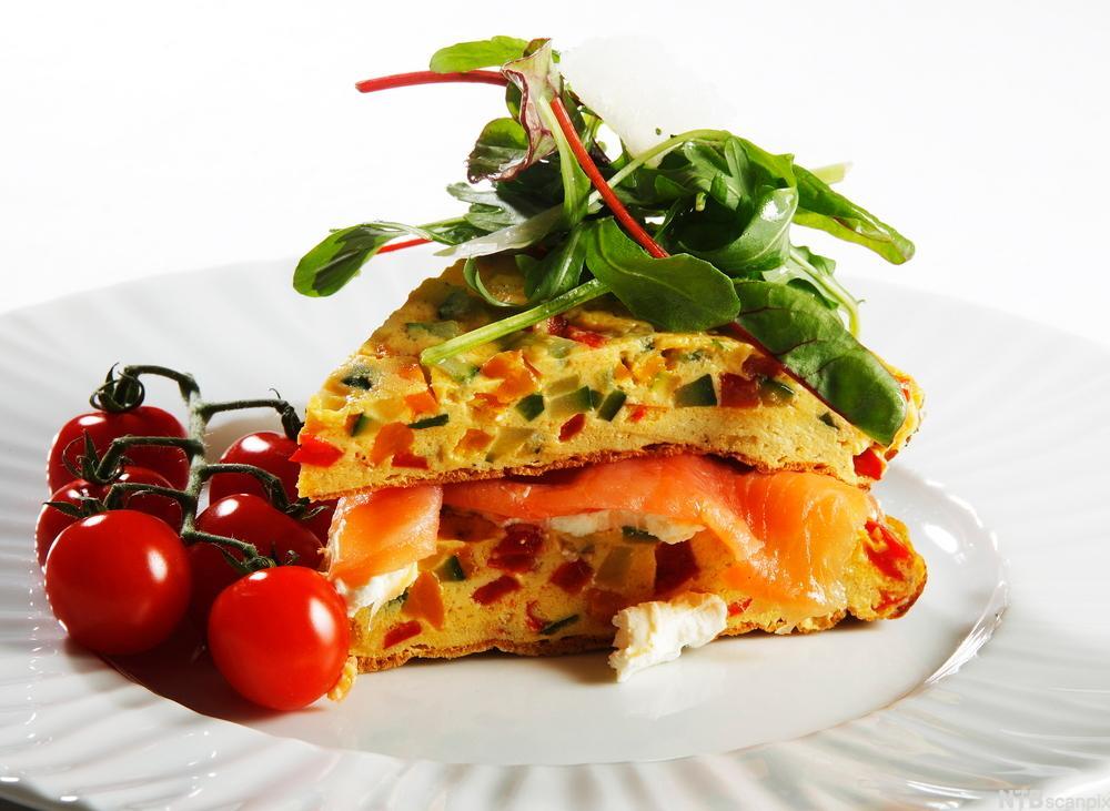 Omelett med laks. Foto.