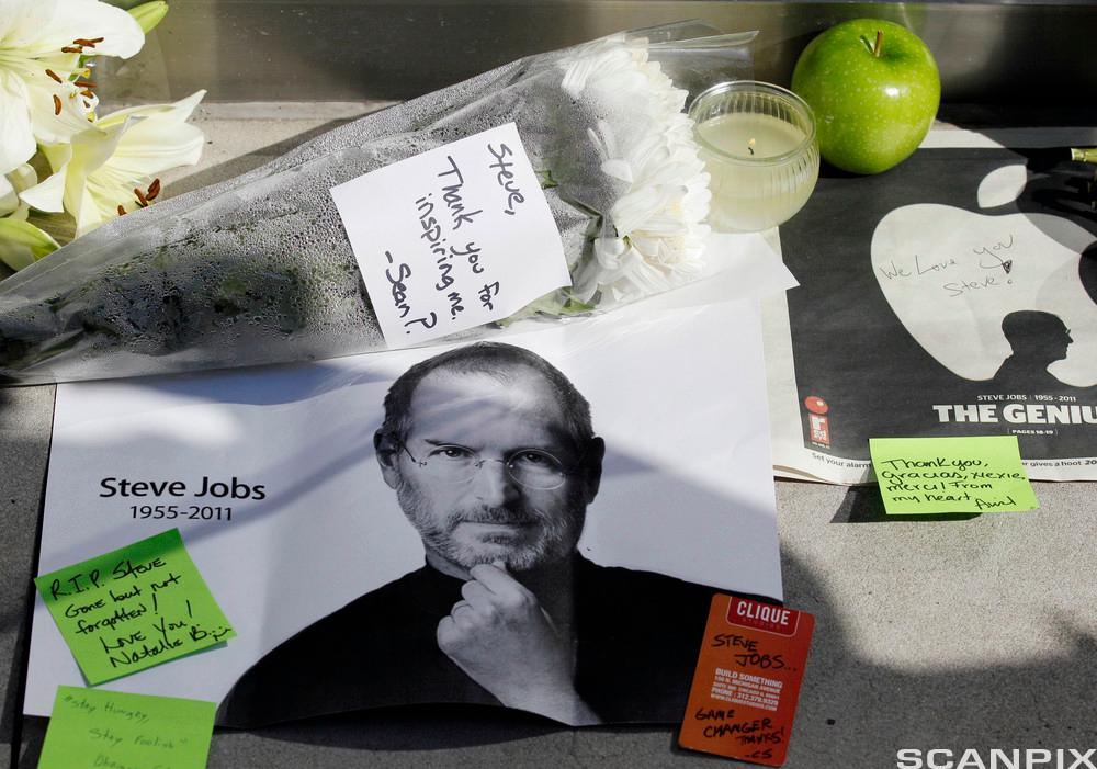 Tribute to Steve Jobs outside of an Apple store in Chicago. Foto.