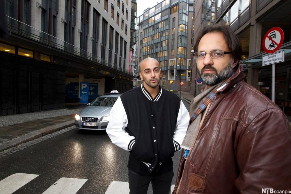 Ulrik Imtiaz Rolfsen og Adil Khan i TV-serien Taxi, Fotografi.
