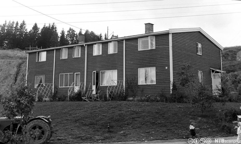 Nye rekkehus i den såkalte Selvaag-byen på Veitvet i 1957. Foto.