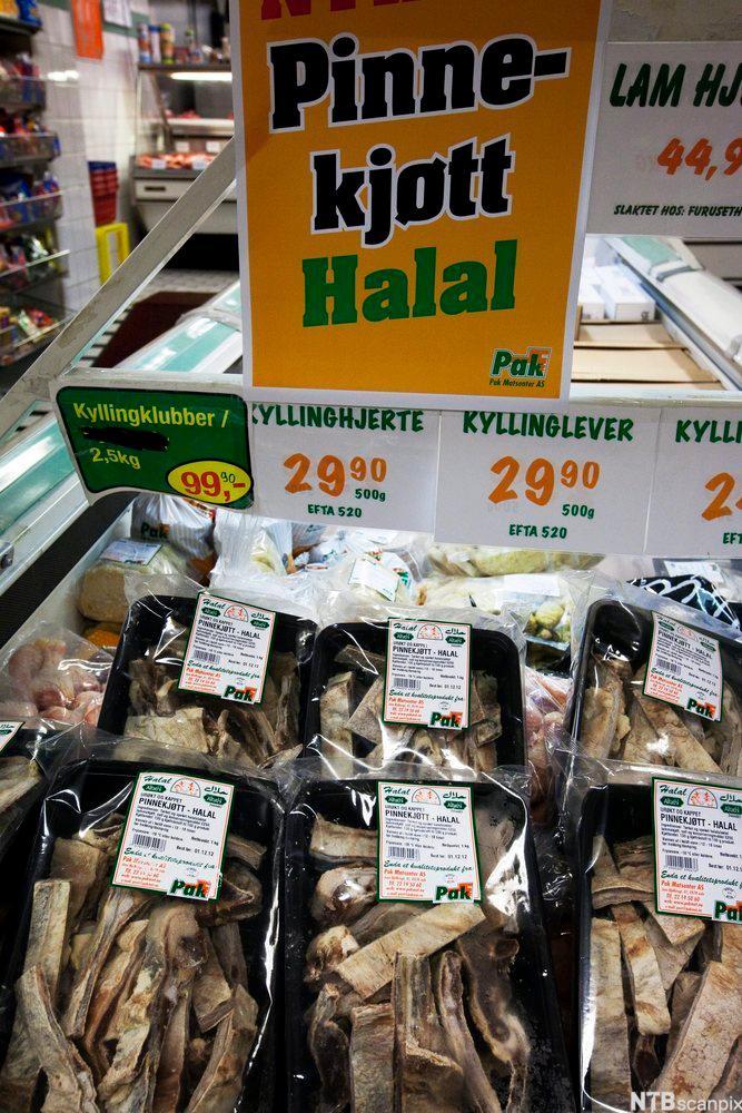 Bilde av Halal pinnekjøtt i en matvarebutikk
