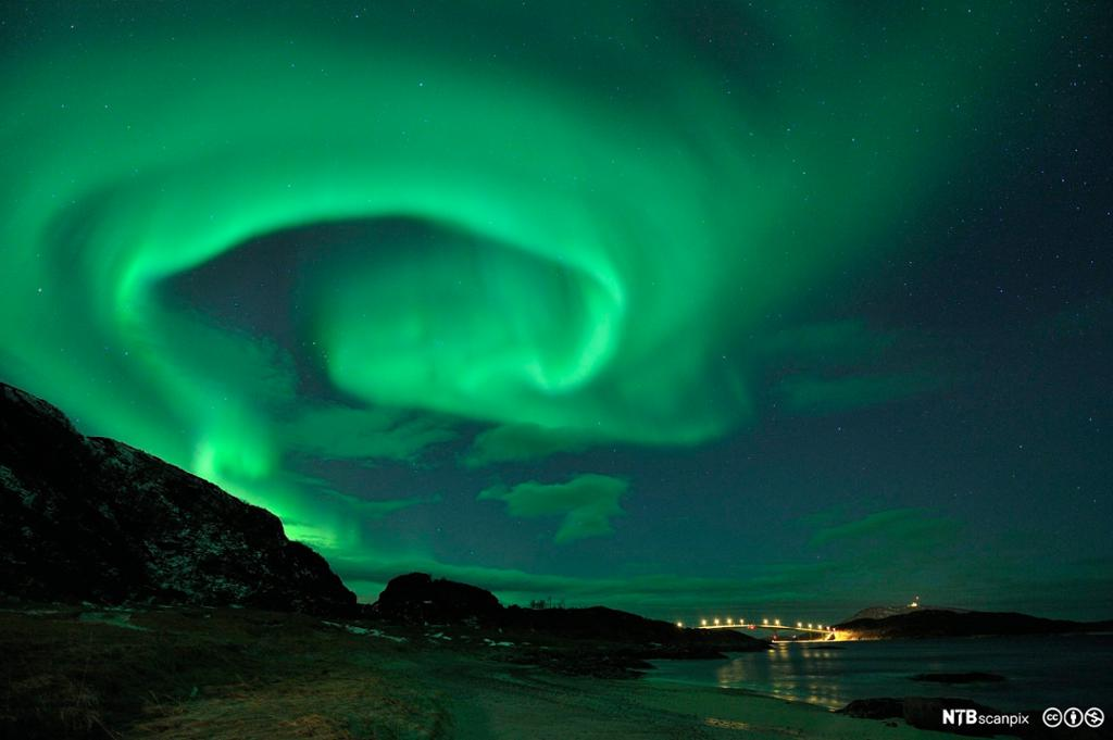 Kraftig nordlys utenfor Tromsø. Foto.
