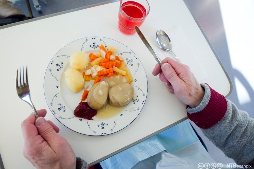 Middag servert på sykehus. Foto.