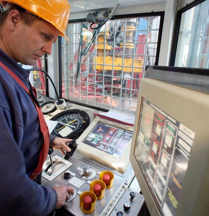 Kontrollpanel på oljerigg. Foto.