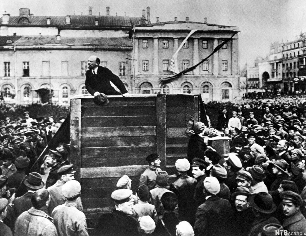 Lenin på talerstolen i Moskva i 1920