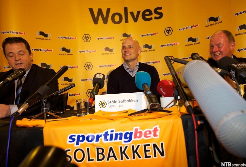 Pressekonferanse der Ståle Solbakken blir presentert som ny manager for Wolverhampton. Foto.