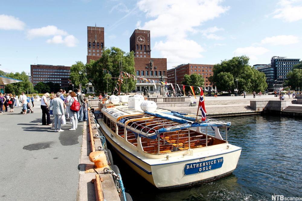 Båt ved Rådhusplassen