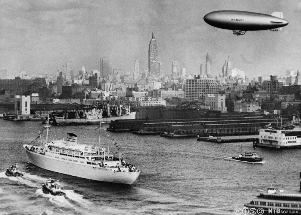 M/S Oslofjord ankommer New York på sin jomfrutur i 1949. Foto.