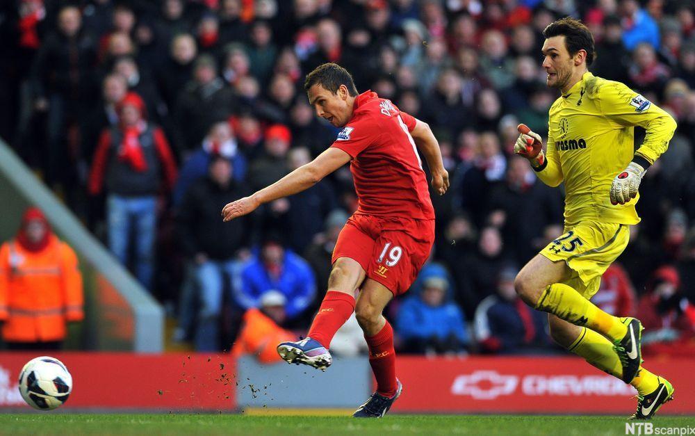 Fotballspillere i aksjon. Foto.