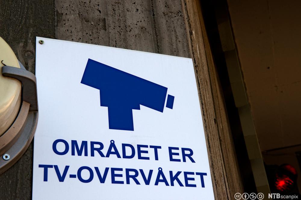 Tv-overvåkning skilt. Foto.