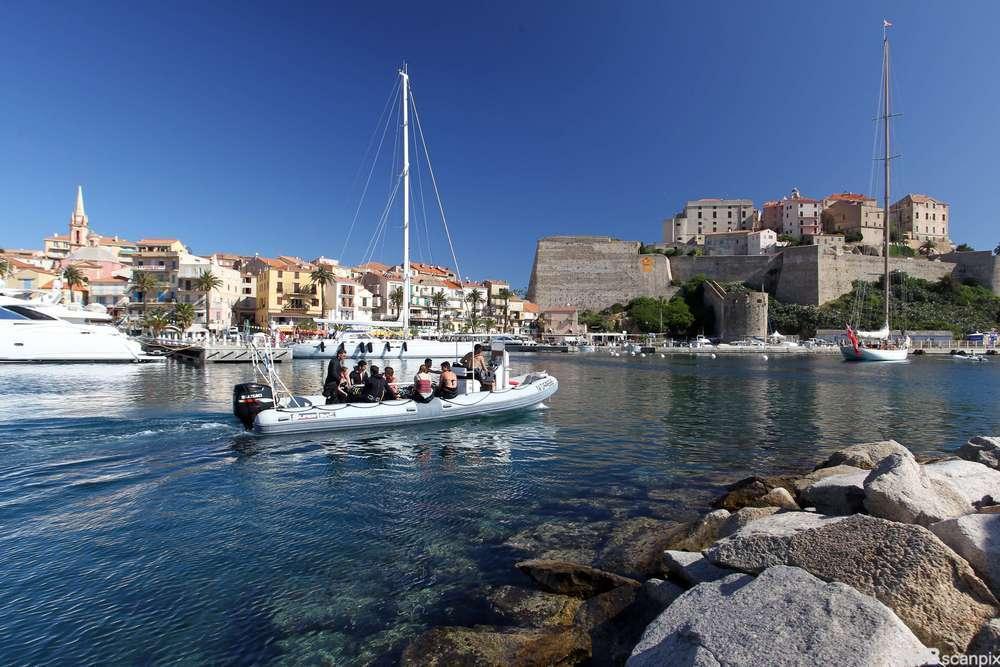 Byen Calvi på Korsika